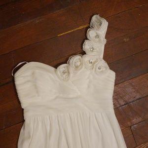 Dresses & Skirts - Pretty white formal